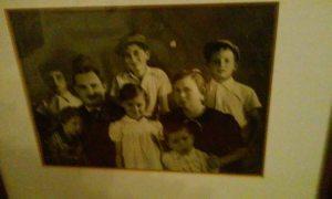 צבי אשד עם אחיו הילדים